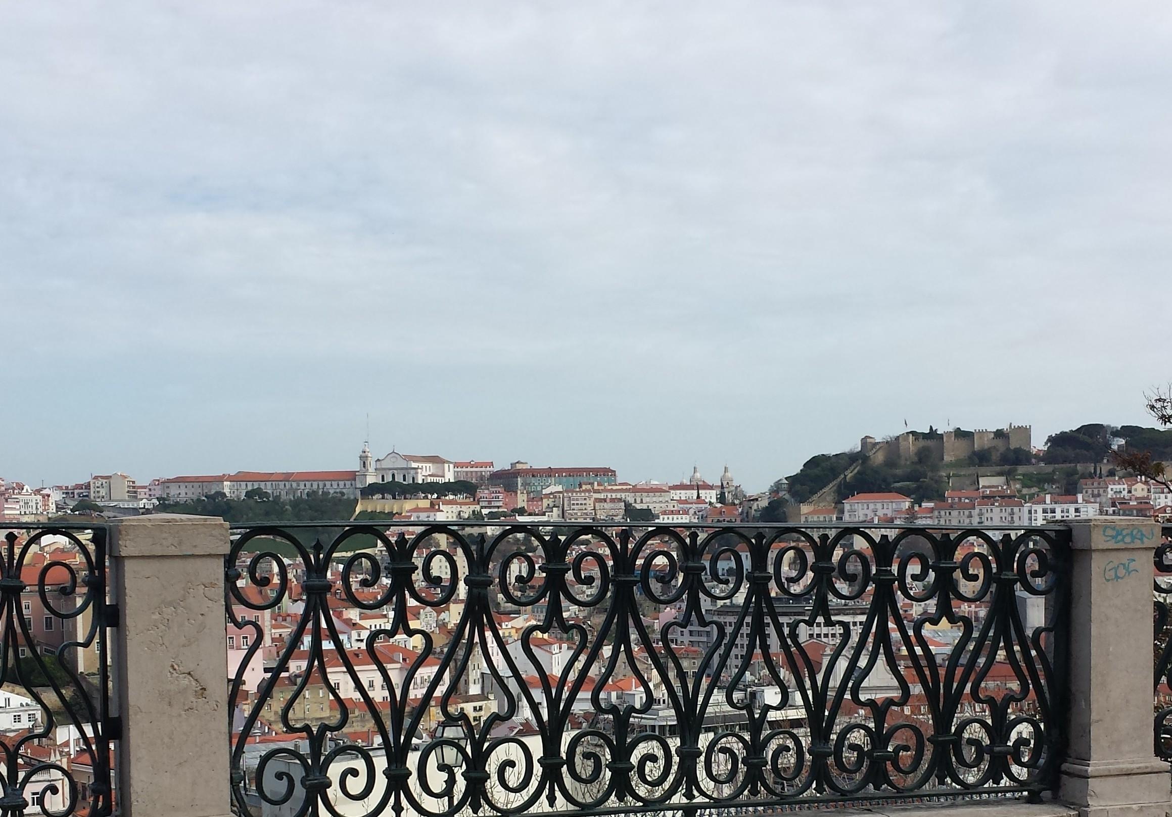 Aussicht Lissabon S. Pedro de Alcântara im Februar