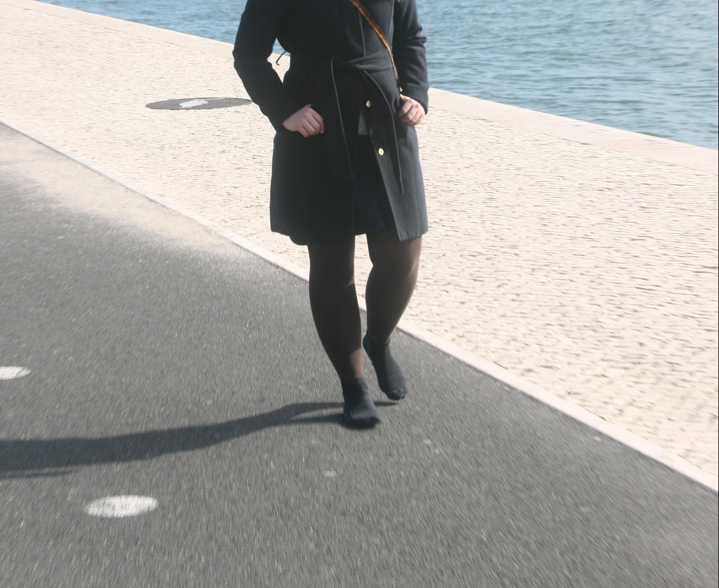 Auf Socken am Tejo Lissabon