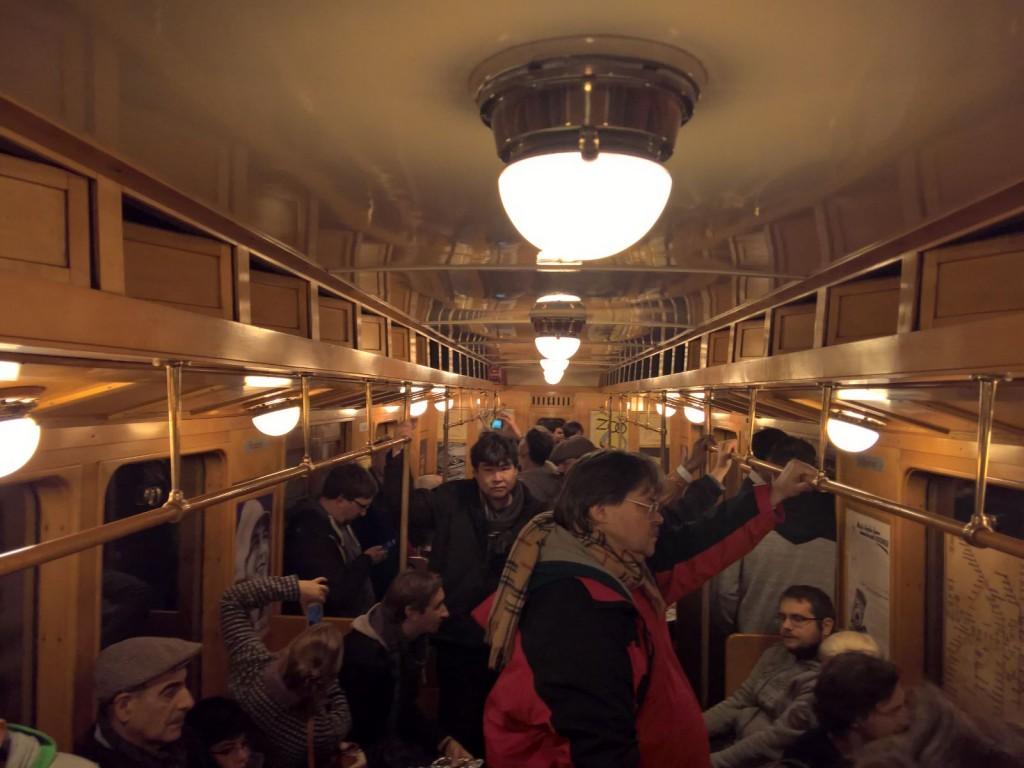 historische Ubahn von Innen im Waggon Berlin