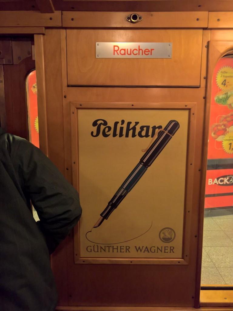 historische Werbung Pelikan in historischer U-Bahn Berlin