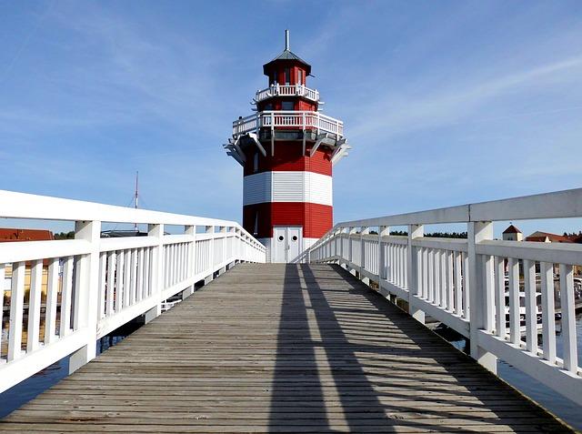 Tagesausflug von Berlin nach Brandenburg Rheinsberg Hafendorf Leuchtturm