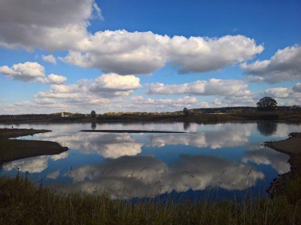 frankfurt oder fluss spiegelung wolken