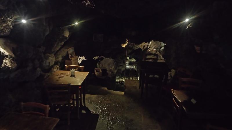 restaurant unterirdisch catania mit bach