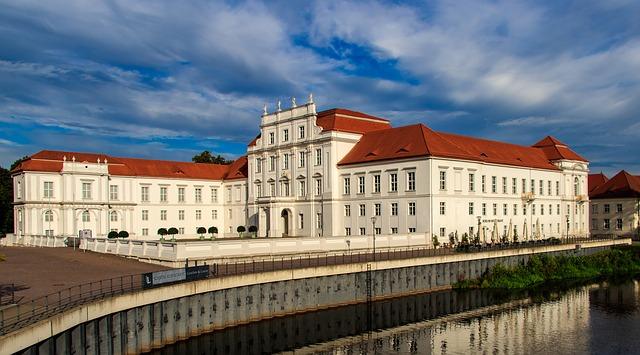 Berlin am Wasser Schloss Oranienburg bei Sonnenschein