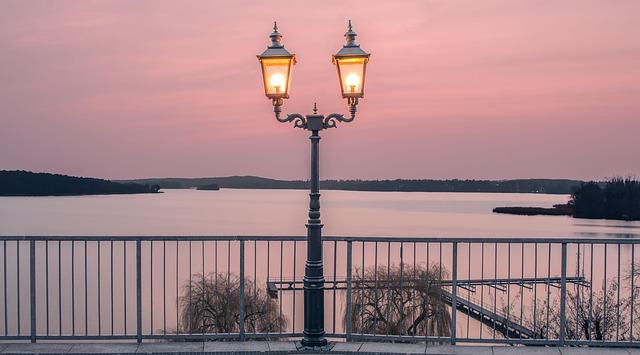 Berlin am Wasser Laternen Abendsonne Wannsee