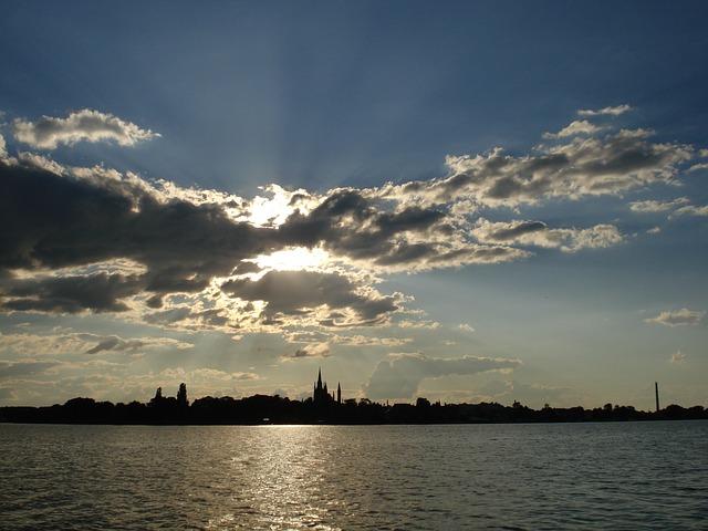 Berlin am Wasser Berlin am Wasser Blick auf Stadt in Werder Havel bei Sonnenuntergang