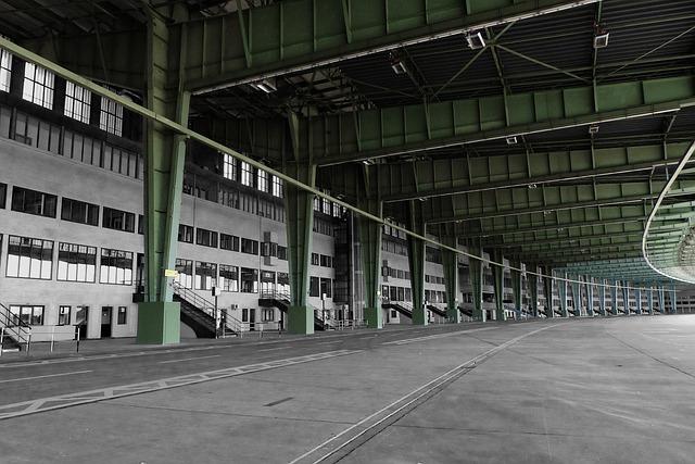 Berlin bei Regen Tipp Tempelhofer Feld Ausstellung