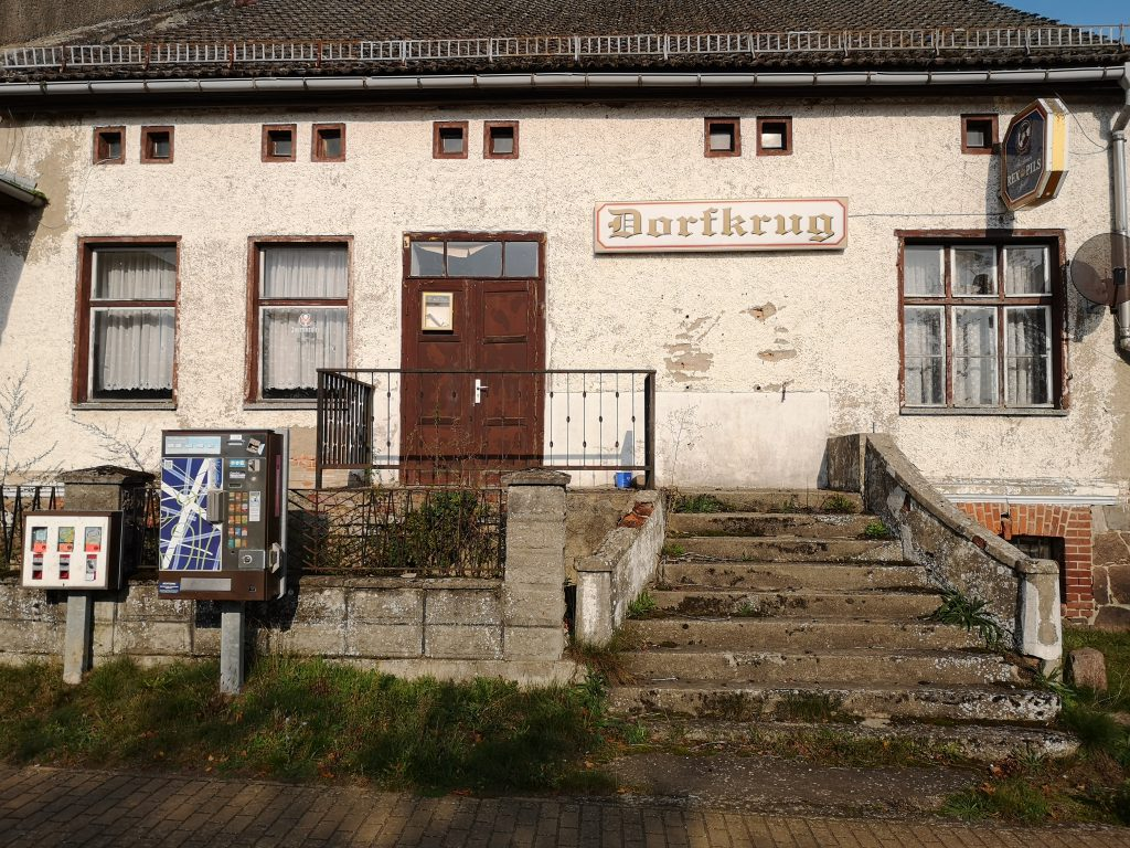 Radtour berlin rheinsberg Brandenburg Dorfkrug alte Gaststätte bar