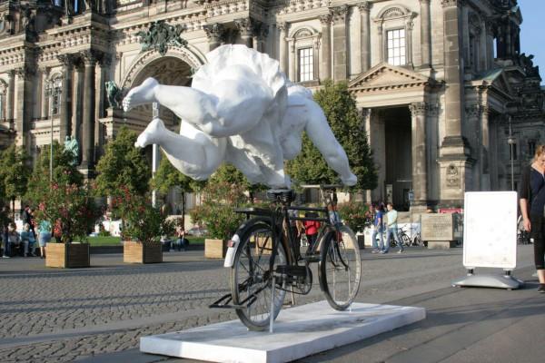 fat-ladies-fat-lady-auf-fahrrad-lustgarten-rc3bcckansicht-2